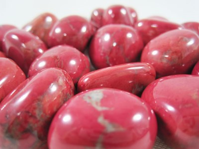 red howlite tumble stones